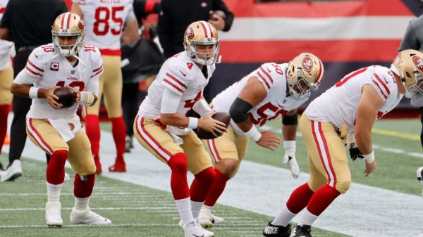 With 49ers QB Jimmy Garoppolo out, should you start Nick Mullens in fantasy?