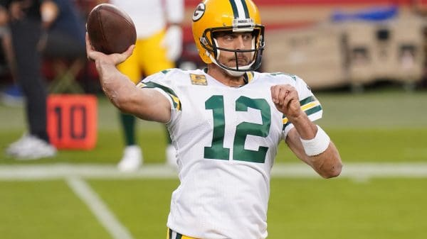 Aaron Rodgers' play in 2020 puts Packers in a tough situation