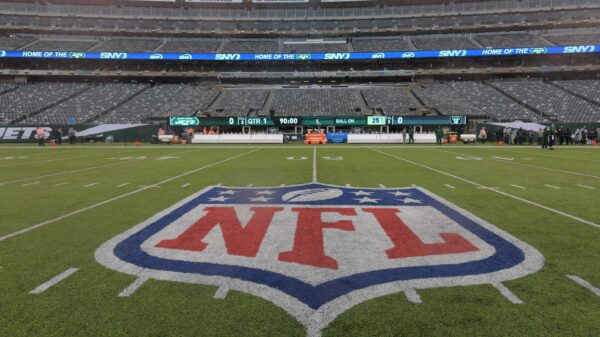 When is the NFL trade deadline for the 2021 NFL season?